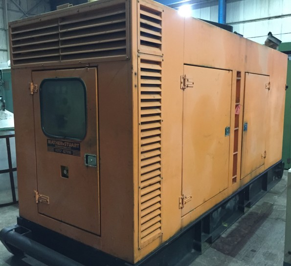300 Kva Cummins/Aggreko Sound proof diesel generator. Engine: Cummins model N14-G1
